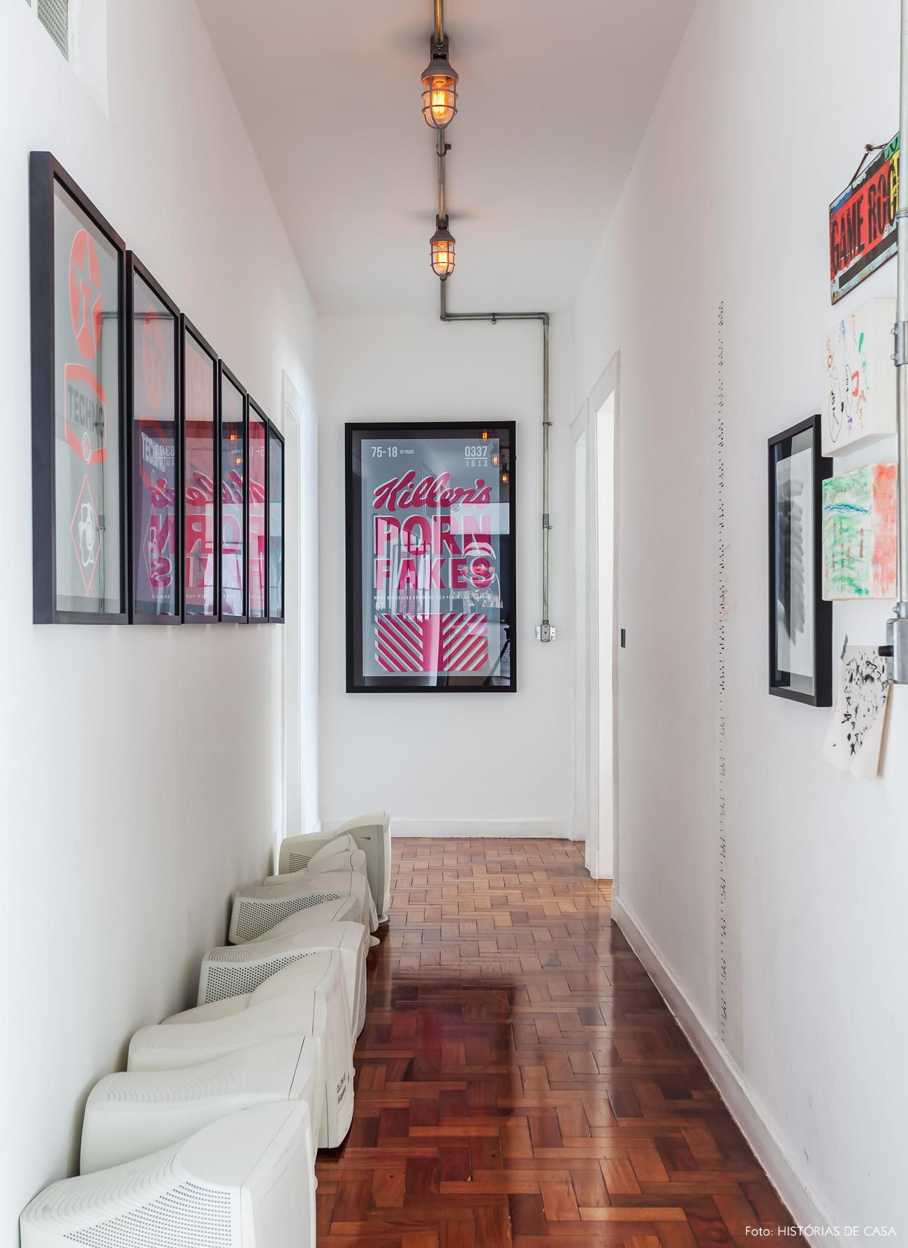 30-decoracao-apartamento-julia-morelli-obras-de-arte-corredor