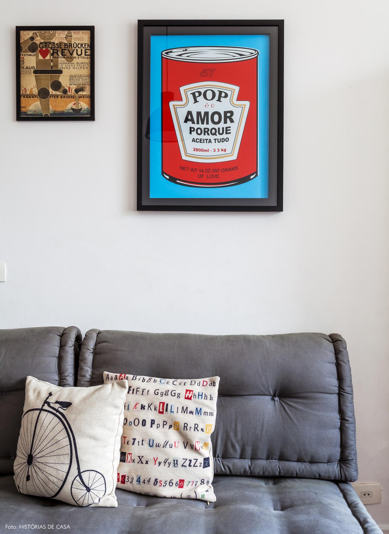 32-decoracao-apartamento-sofa-futon-quadros-popart