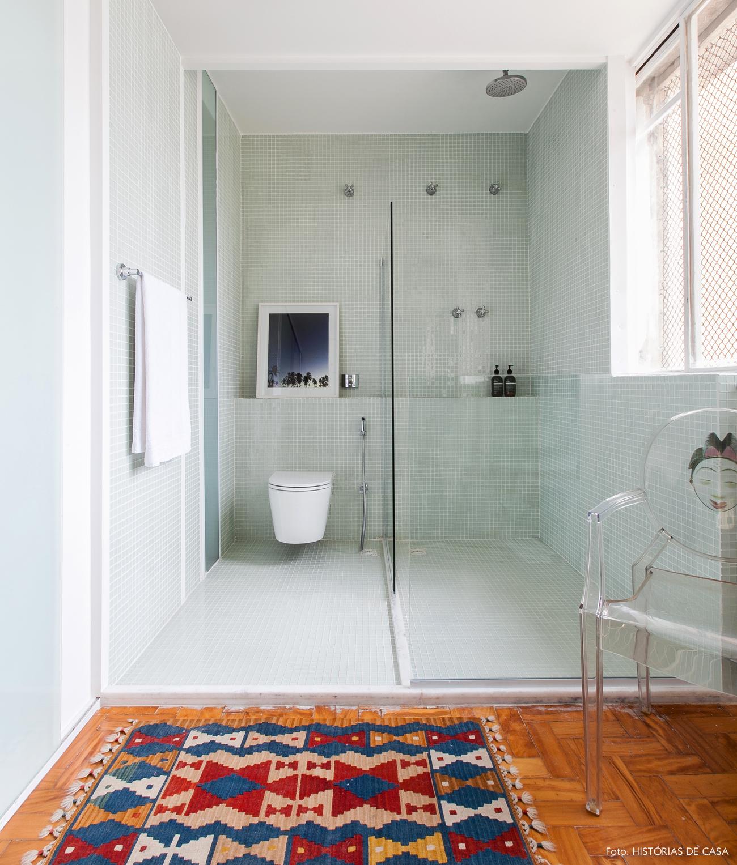 37-decoracao-apartamento-banheiro-amplo-pastilhas