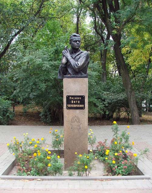 Monument Victor