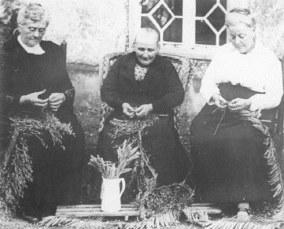 Women plaiters, Luton, 19th c. © Luton Libraries