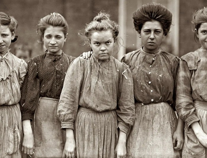 Cotton mill workers, 1909.