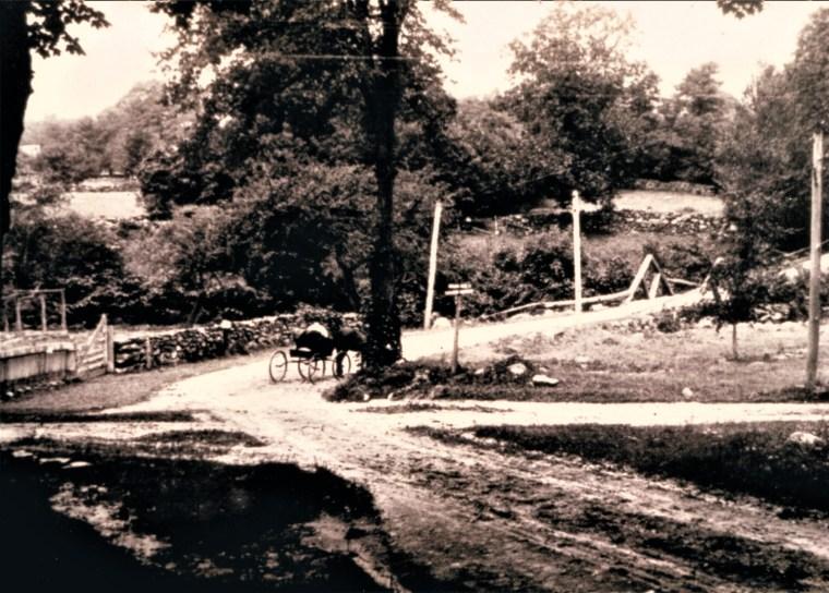 Easton HSE Aspetuck Corners wagon on Old Redding going N