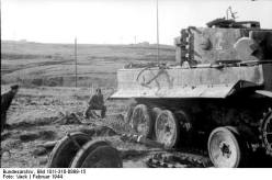 """Italy - Panzer VI """"Tiger I"""" 1944. Soldiers repair the drive and the chain."""