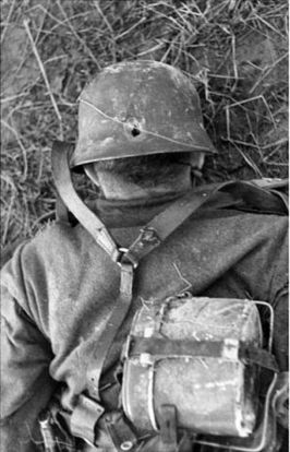 Unfortunate photo of a soldat killed in action.