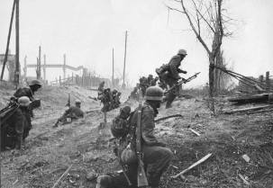 German infantry advancing in Stalingrad.