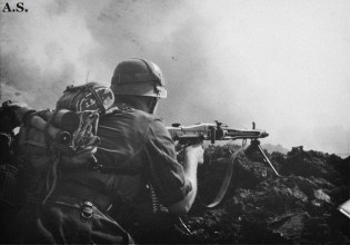 German soldier with MG-42.