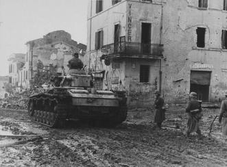 German soldiers advancing with a Panzer III, Italy, 1944