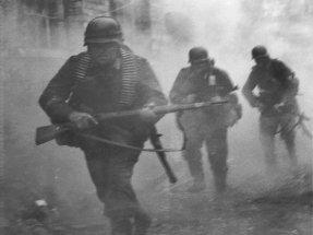 Soldiers of the Panzer Grenadier Division Grossdeutschland fighting in Rzhev, Russia 1942.