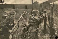 Soldiers of the Waffen-SS in battle.