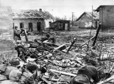 Soviets preparing to ward off a German assault in Stalingrad's suburbs.