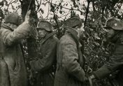 Heer soldats with captured Soviet prisoners.
