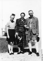 Himmler with his wife Margarete and daughter Gudrun.