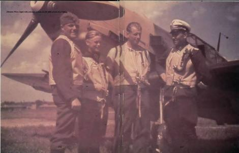 Johannes Wiese (right) with comrades in front of a Messerschmitt Bf 109 at Eibling.