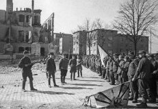 Surrendering soldats to the Soviets.