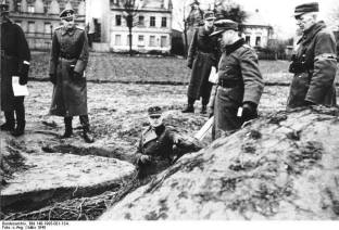 Battle of Berlin. Reymann in a MG mount of Section B Berlin. Hellmuth Reymann during an inspection of an MGstands with soldiers and men of the Volkssturm.