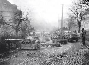 10th Armored Division United States in the German city of Saarburg. February 22, 1945. In the foreground, an abandoned German 75-mm anti-tank gun PaK 40.