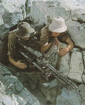 MG 34 team of the Afrika Korps.
