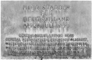 """Memorial at the Bendlerblock: """"Here died for Germany on 20 July 1944"""" (followed by the names of the principal conspirators)."""