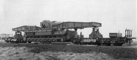 A Karl-Gerät on its rail transporter.