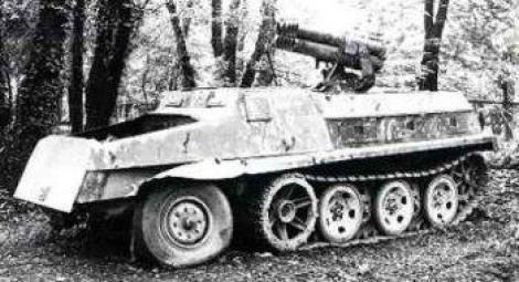 Schwerer Wehrmachtschlepper-Panzerwerfer 42 auf sWS.