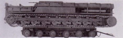 A Karl-Gerät ready for road transport aboard its Culemeyer trailer.