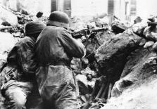 If the enemy thinks he can push the German lines in Cassino with the overwhelming power of his aircraft and heavy weapons, he has not counted on the combative superiority and the unprecedented heroism of the German paratroopers who each ruin into a fortress, each funnel a make resistance nest, which they not only defend, but from which they begin again to counter shocks.