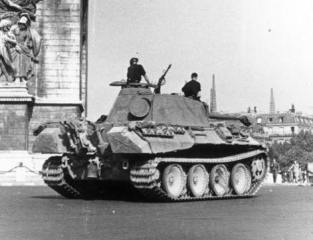 A Panther tank of 12th SS Panzer division in Paris shortly before the invasion, June 1944.