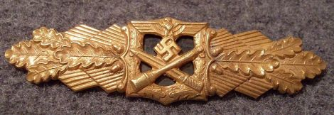Close Combat Clasp in Gold.