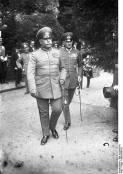 Witzleben on the right with Reichswehr Generaloberst Wilhelm Heye, c. 1930.