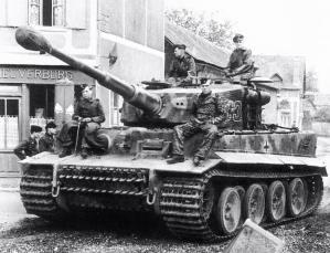 A Tiger I of PzAbt 502 waiting.