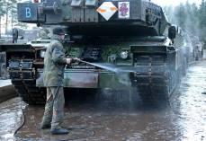 Nach Dem Letzten Gefechtsschießen Werden sterben Panzer gewaschen.