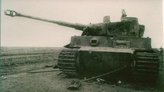 Battle damage in Befehlspanzer Tiger Nr 300 (Command Tiger), s.Pz.Abt.503 at Kursk.