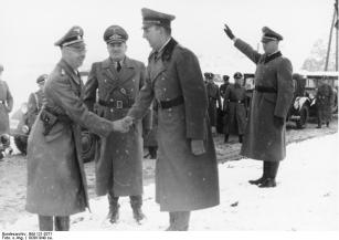 Daluege (right) in 1939, shaking hands with Heinrich Himmler (left). Hans Frank is also standing between the two men.