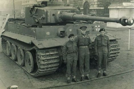 Major Douglas Lidderdale, Lt Cpl Pumfrey and driver Wilkes with Tiger 131 in England.