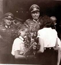 Erich Bärenfänger at a ceremony with Bund Deutscher Mädel girls.