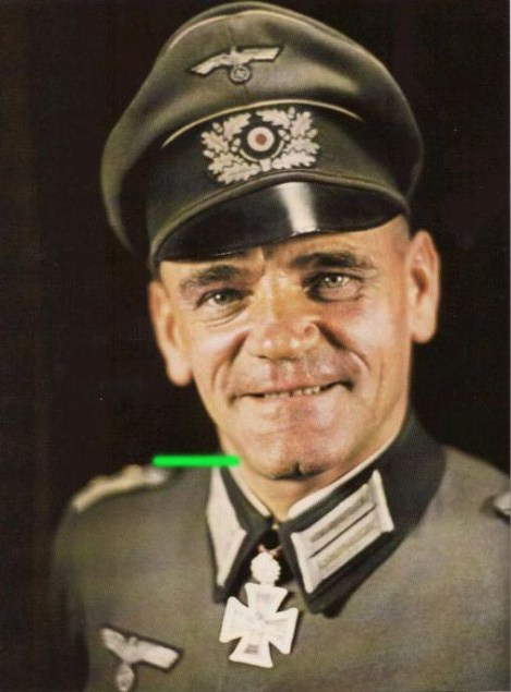 Karl Göbel as Oberstleutnant.