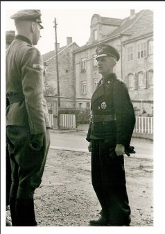 Hasso von Manteuffel, Commander of 5th Panzerarmee, with his soldats.