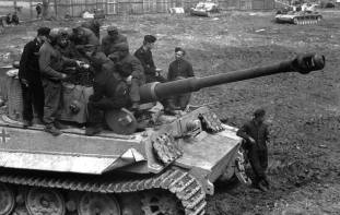 Hungarian tank crewmen get trained to operate the Panzer IV, StuG III and Tiger in Kolomea in early May 1944.