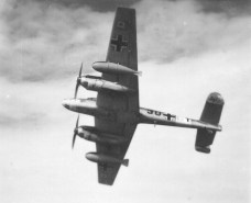 Bf 110 with twin 900 litre drop tanks with vertical fins, from 9.Staffel/ZG 26, on a Regia Aeronautica photo.