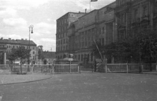 Month before Warsaw Uprising: Guardhouse and a bunker in front of City Headquarters building at 4 Piłsudski Square in the back townhouses along of Krakowskie Przedmieście street, July 1944.