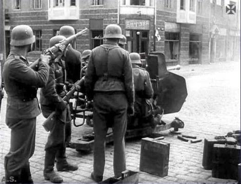 Luftwaffe soldiers with 3.7cm Flak 43.