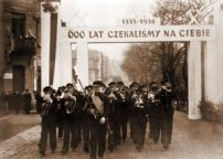 """For 600 years we have been waiting for you (1335-1938)."" Ethnic Polish band welcoming the annexation of Zaolzie by the Polish Republic in Karviná, October 1938."
