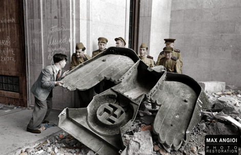Soviet soldiers moving leftovers in Berlin.