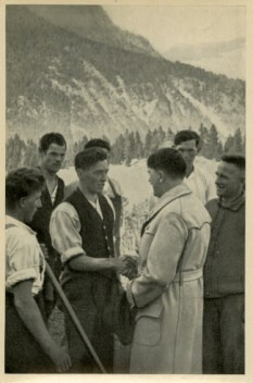 Germany Awakes. Group #32. Picture #162: Chancellor and workers hand in hand.
