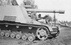 15 cm Heavy Self-Propelled Howitzer auf Geschsutzwagen III / IV (Sf) Hummel.