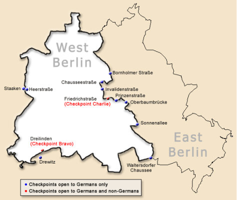 Map of the location of the Berlin Wall, showing checkpoints.