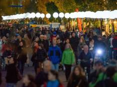 Thousands of people looking at the balloon lanterns in Berlin.