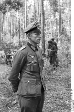 """Oberleutnant on the Eastern Front wears a Schirmmütze without the wire stiffener. This gave it a resemblance to the old style """"crusher"""" cap."""