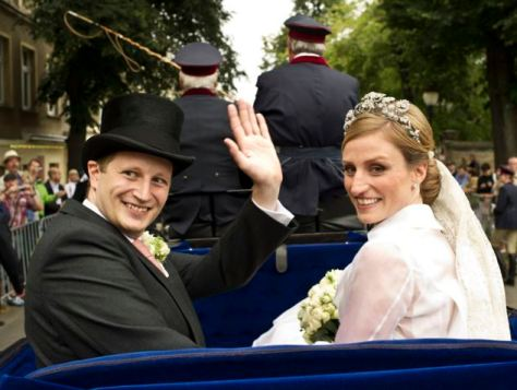Prince Georg Frederich of Prussia and Princess Sophie von Isenburg set off in a horse drawn carriage after their religious wedding ceremony in Potsdam August 27, 2011.  The 35-year-old head of the House of Hohenzollern and great great grandson of Kaiser Wilhelm II married Princess Sophie, 33, in a civil ceremony on Thursday.    REUTERS/Paul SchirnhoferHaus Hohenzollern/Handout   (GERMANY - Tags: ROYALS) THIS IMAGE HAS BEEN SUPPLIED BY A THIRD PARTY. IT IS DISTRIBUTED, EXACTLY AS RECEIVED BY REUTERS, AS A SERVICE TO CLIENTS